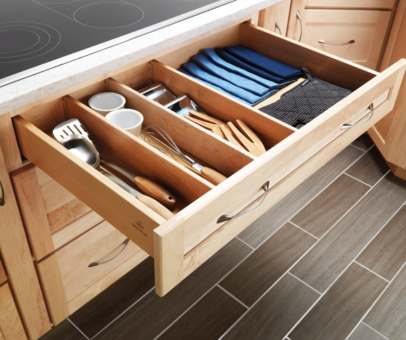 Organized utensil drawer. re?id=3989