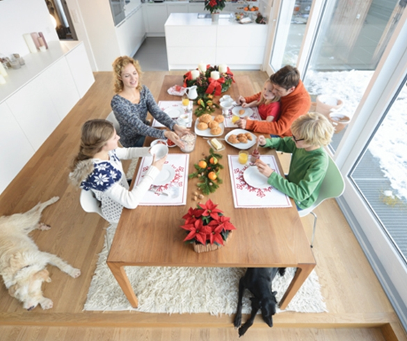 Make Mealtime Meaningful for Families and Furry Friends-14002