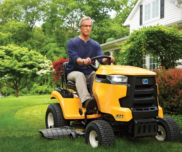 5 Ways Fuel-Injected Lawn Tractors Will Change How You Mow - 13746